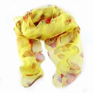 Tørklæde med jordbær – gult – pris 100.00