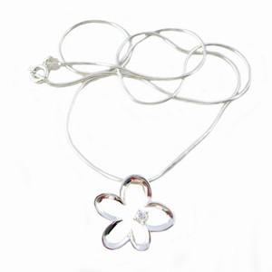 Marguerit vedhæng i sølv halskæde