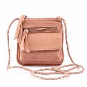 Pudder læder taske – Dagminell – pris 450.00