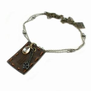 Halskæde med læder vedhæng – pris 449.00