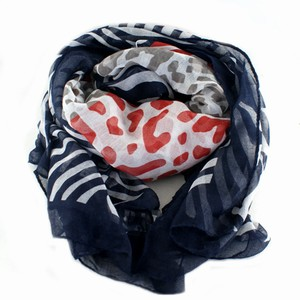 Tørklæde med dyreprint – pris 175.00