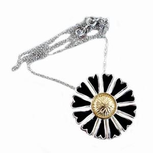Sølv halskæde med sort marguerit