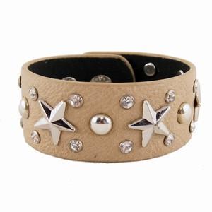 Brun læderarmbånd med stjerner