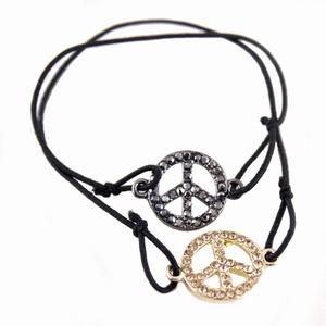 Elastik armbånd med peace tegn – pris 75.00
