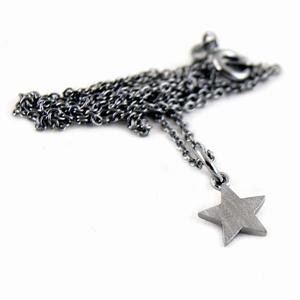 Halskæde rhodineret med stjerne – pris 199.00